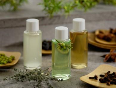 Les huiles essentielles pour déstocker les graisses